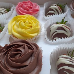 Cup Cakes & Fruit